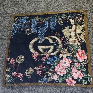 NWOT 34x34 Authentic Gucci Scarf